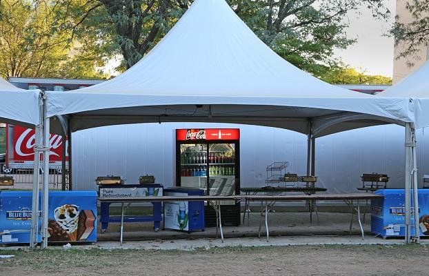 15_09_25 06 Food Tents CM_6689