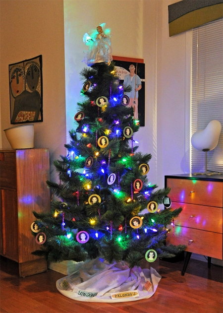 16_01_04 7 Celebrity Christmas Tree_3750