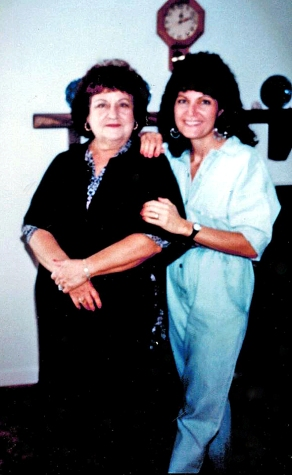 16_05_26 3 Linda Ferrino Hoffman & Mom