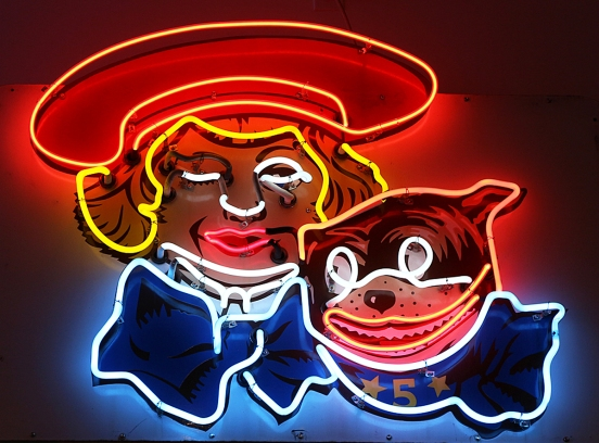16_06_11 7 Buster Brown Neon CM_4086